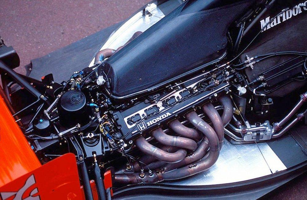 motore6.thumb.jpg.5d18f5a39c74183fb260258955f0b1a4.jpg