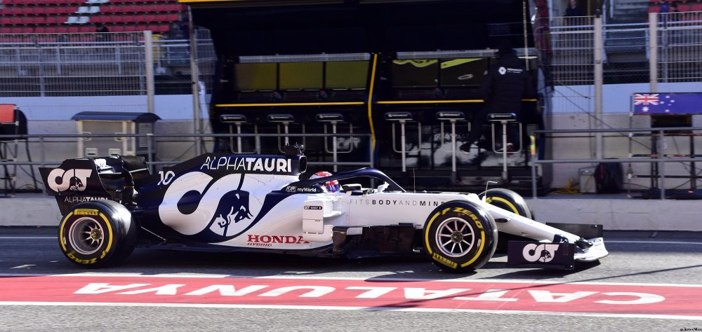 2020_Formula_One_tests_Barcelona,_AlphaTauri_AT01,_Pierre_Gasly.jpg